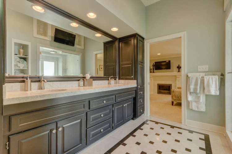 hallbrook master bathroom