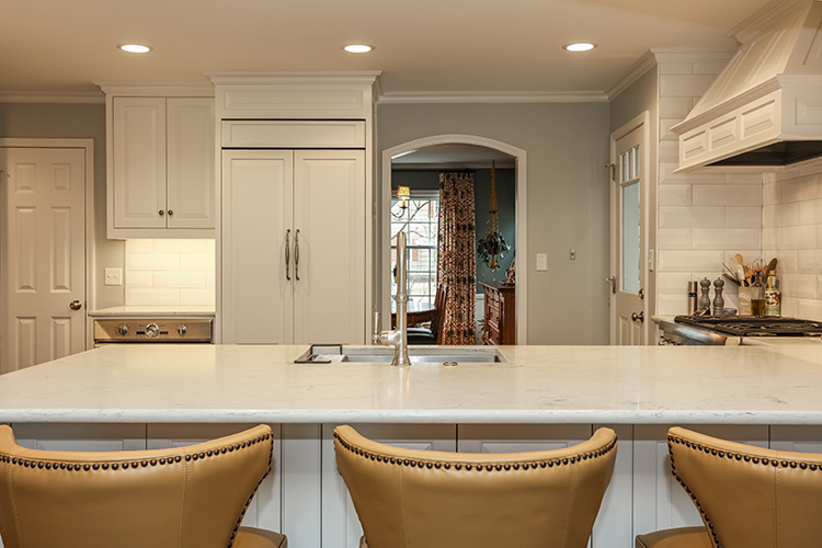 kitchen island with eat in barstools