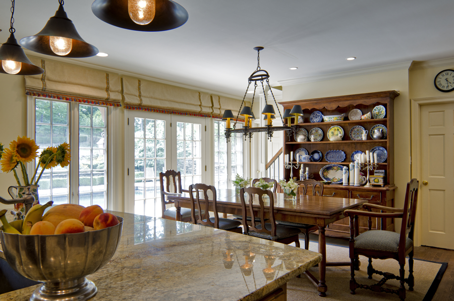 An eat-in breakfast room and kitchen in Kansas City by Scovell Wolfe