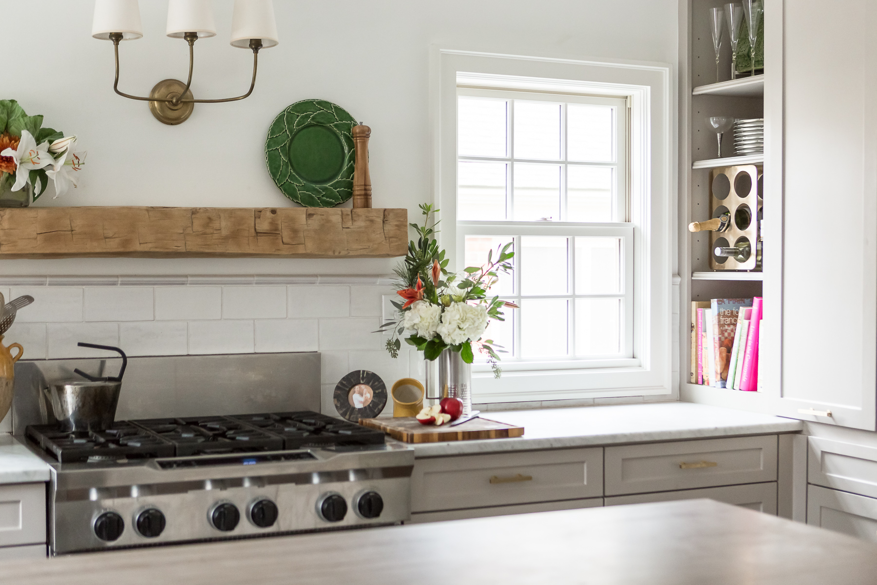 scovell wolfe kitchen in brookside with jeldwin windows, elmwood reclaimed timber mantle