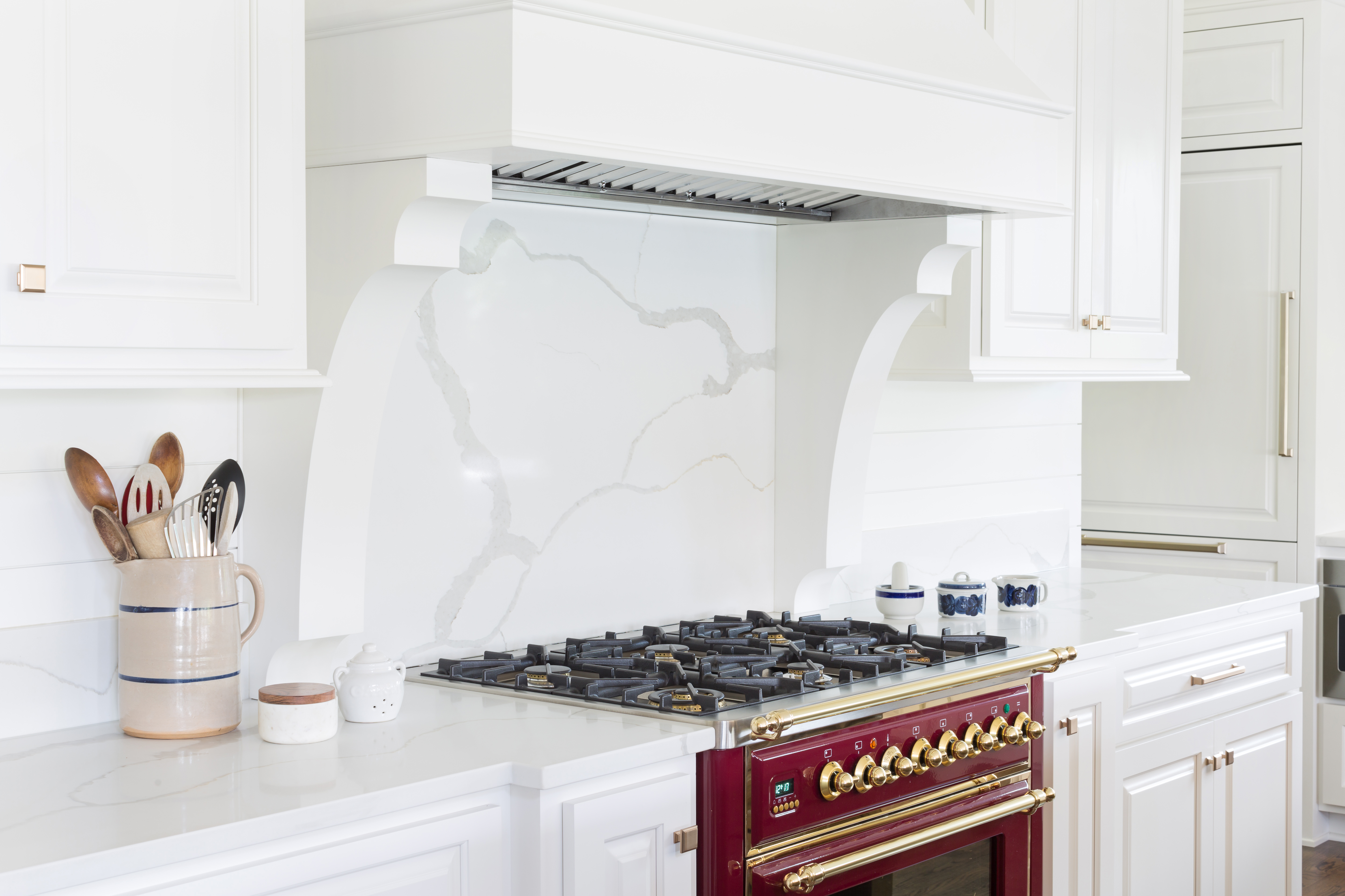 ilve range and quartz backsplash